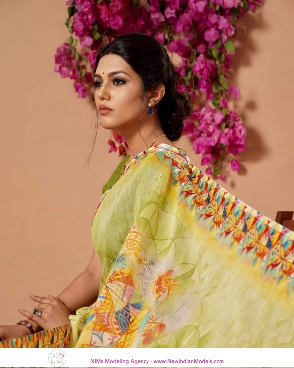 Female Models required for Saree Catalogue shoot